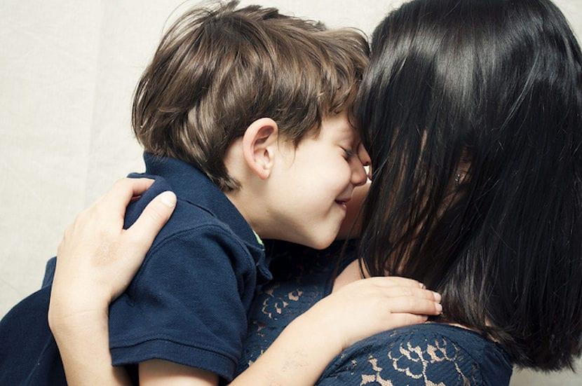 La voz de las madres es fuente de apoyo emocional, pero no solo eso