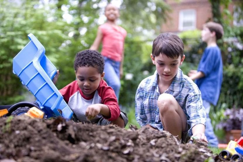 Entérate: el juego al aire libre es necesario para disfrutar de una infancia saludable
