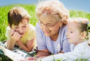 Niños y abuelos en vacaciones