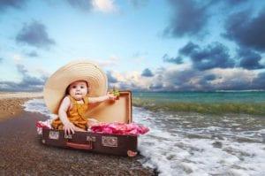 bebé en maleta
