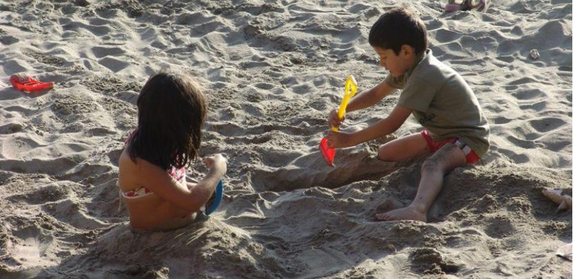 ninos en la playa
