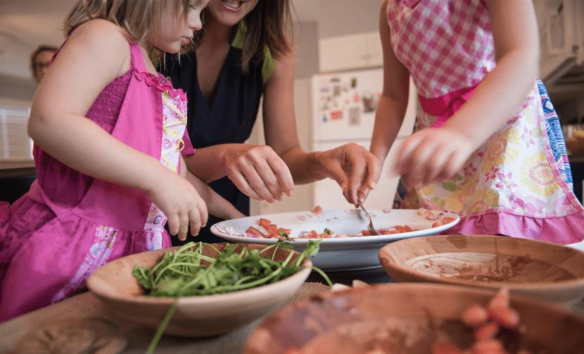 ensenar nenes amor cocina