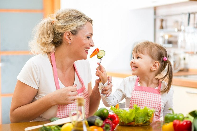 ensenar nenes amor comer