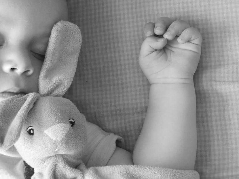 Un estudio desvela que muchos bebés duermen en entornos poco seguros
