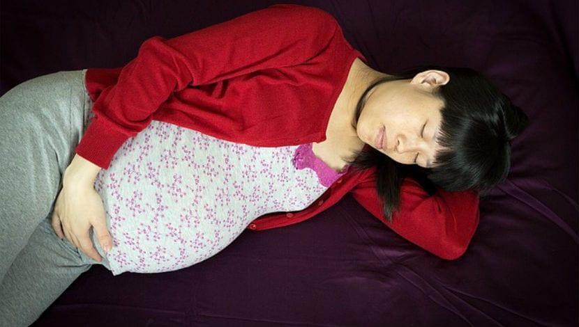 embarazada durmiendo