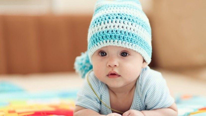 bebé con nombre original