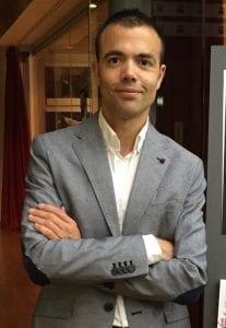 """Entrevista a Oscar González: """"estamos avanzando la edad de comprar a los hijos un smartphone"""""""