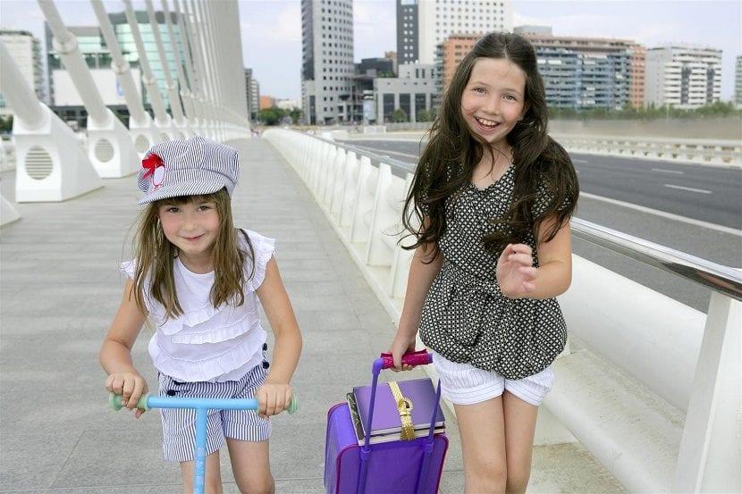 nenes en la ciudad