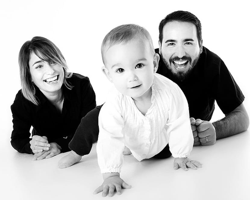 Bebé con su madre y su padre