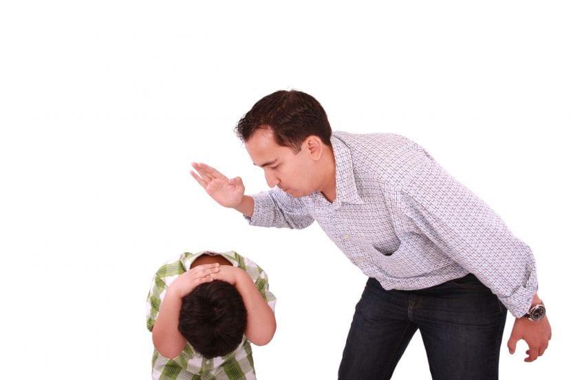 Padres y azotes a tiempo