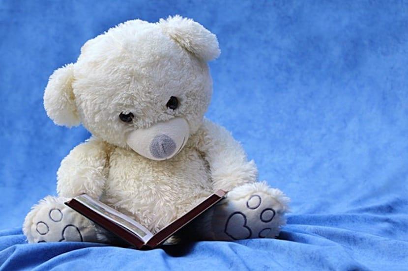 Osito de Peluche leyendo