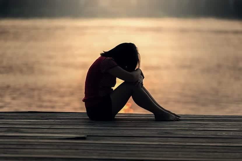 Chica adolescente triste