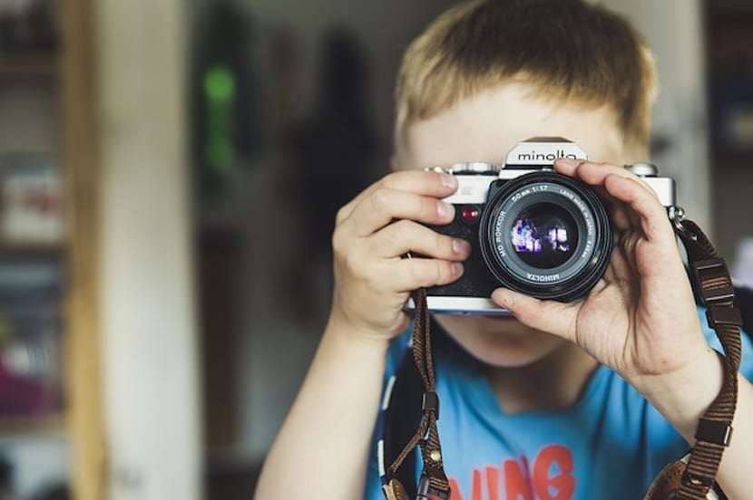 Niño con cámara