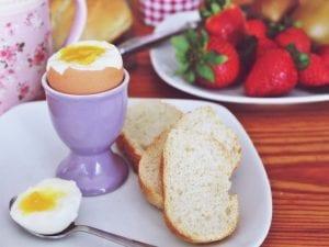 Huevo cocido para desayunar