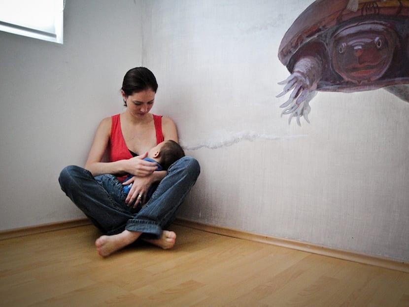 Madre amamantando a niño pequeño
