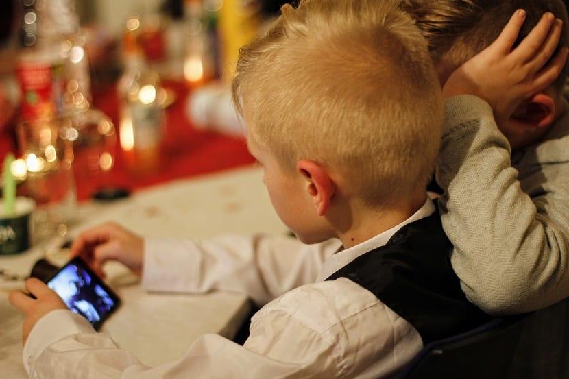 combatir la obesidad infantil eliminando los móviles
