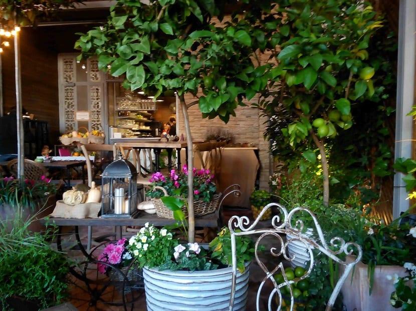 los mejores restaurantes para ir con niños el jardin secreto terraza