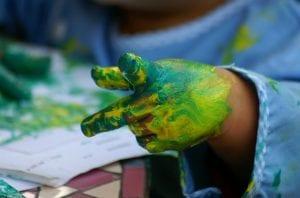 manualidades con niños pinturas en las manos