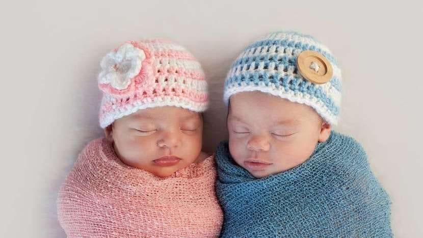 Bebé niño y bebé niña