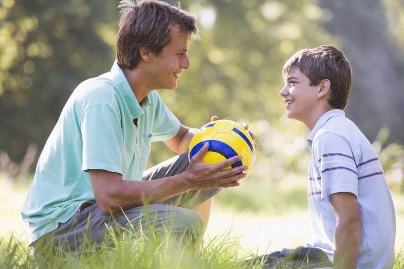 Un padre con su hijo
