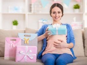 Embarazada con regalos