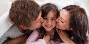 Besos padres e hija