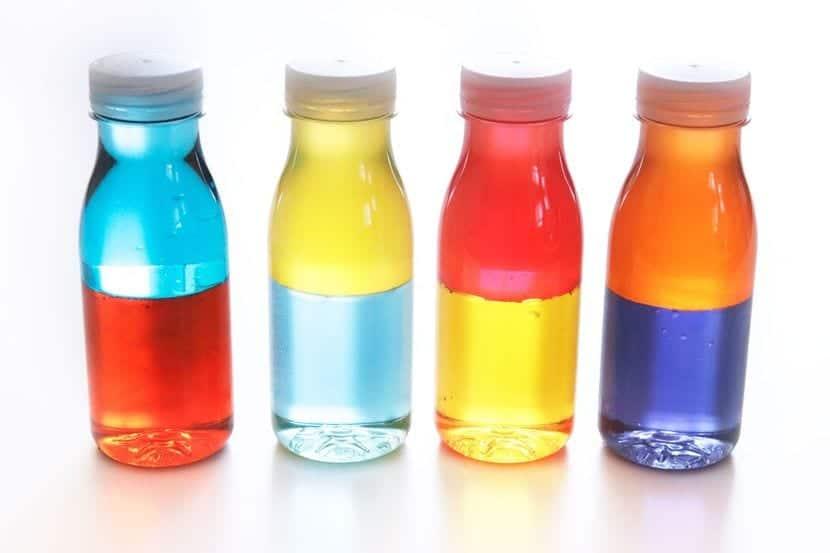Botellas sensoriales para mezclar colores