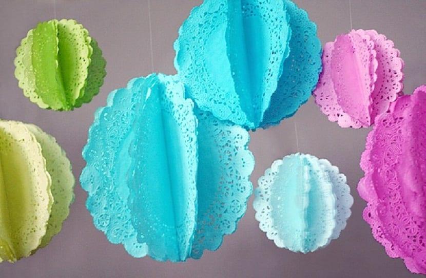 Guirnaldas hechas con blondas para tartas