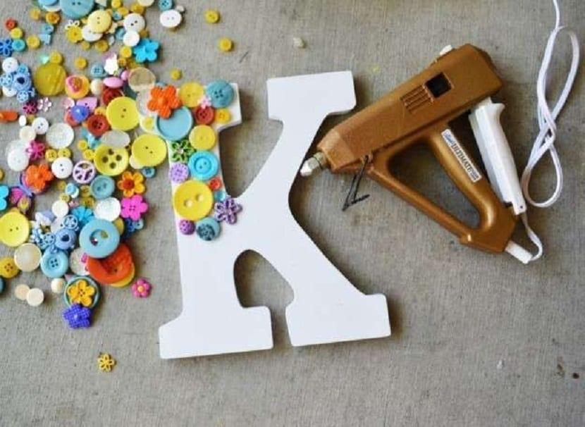 Letras decoradas con botones