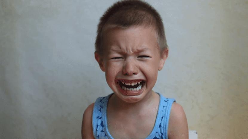 nene que está llorando