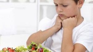 Niño que rechaza la comida