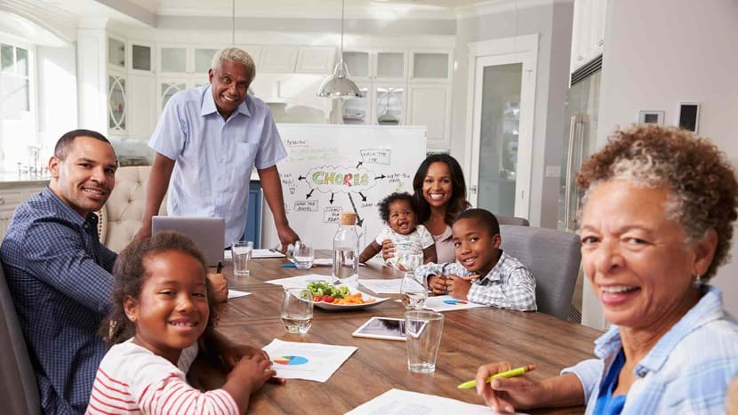 reunión familiar con abuelos
