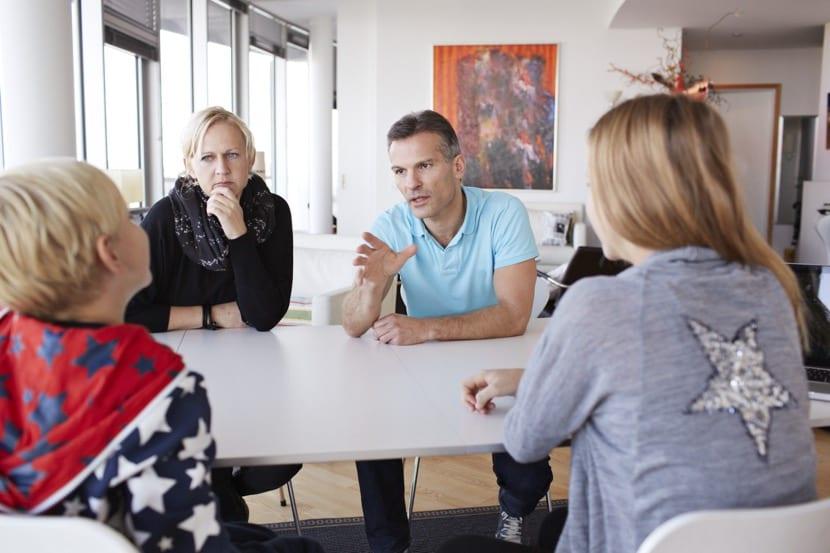 reunión familiar para resolver conflictos