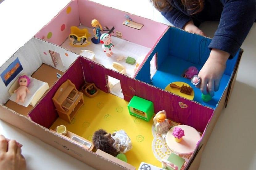 C mo hacer una casa de mu ecas con cart n reciclado - Casas miniaturas para construir ...