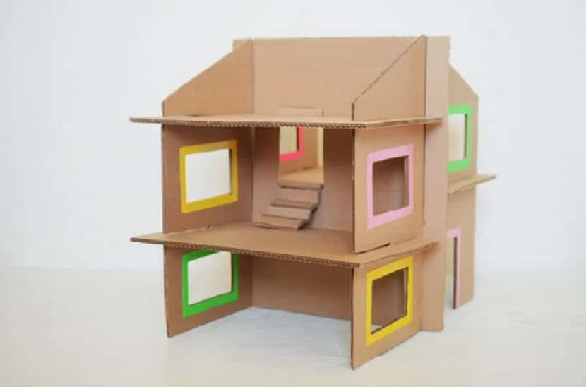 Casa para muñecas reciclada