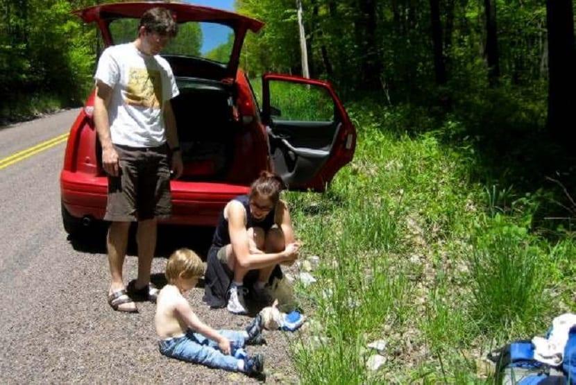 Niños que se marean en el coche