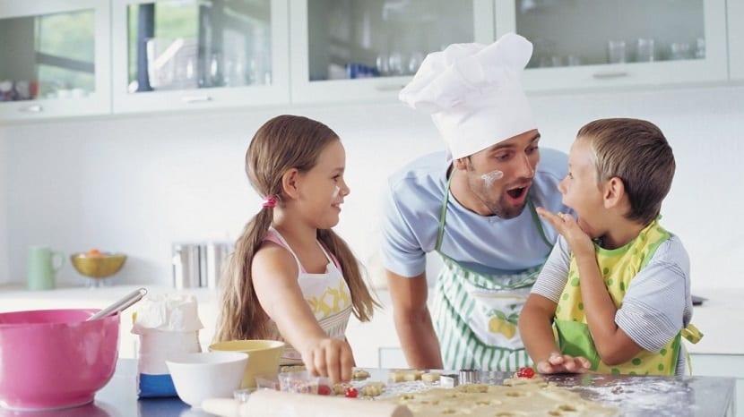 Niños en la cocina