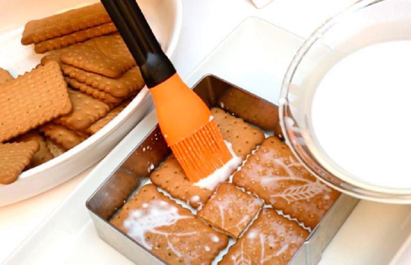 Preparación tarta de galletas