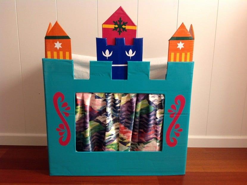Teatro de marionetas con forma de castillo