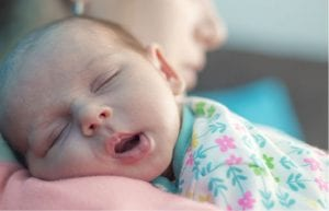 Bebé durmiendo siesta