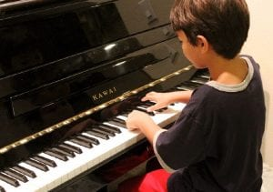 beneficios estudiar música niños