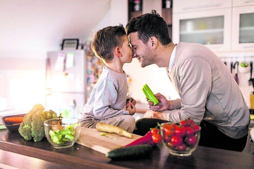 Las caricias entre padres e hijos