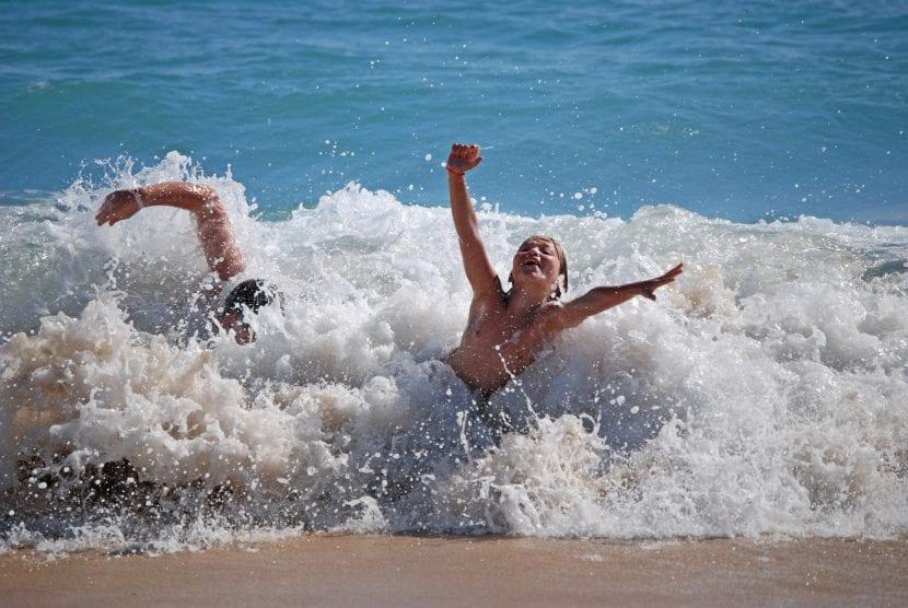 disfrutar de la playa en familia