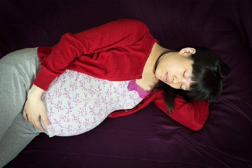 trucos dormir bien embarazo calor