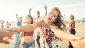 Adolescentes en la playa