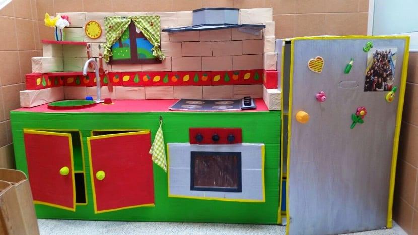 Cocina de cartón DIY