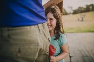 nena introvertida y feliz