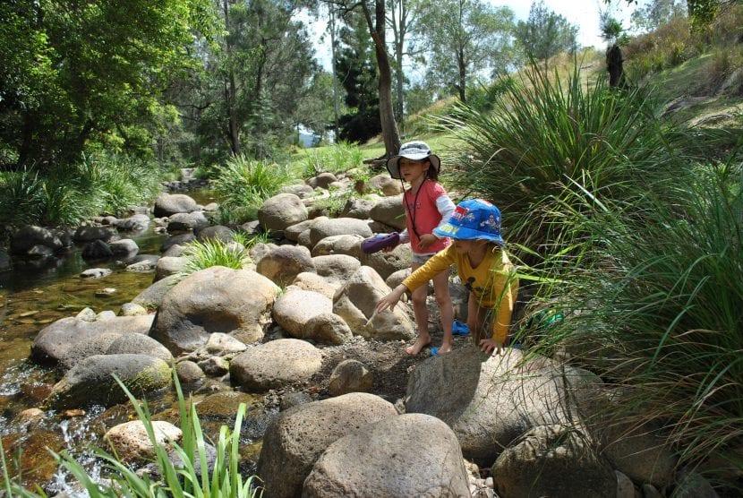 senderismo fluvial en familia