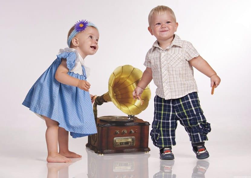 Bebés bailando