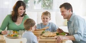 Qué deben cenar los niños